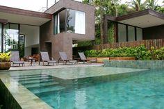 piscina com pedra vulcanica