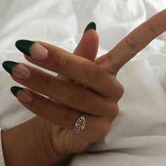The Deep French Manicure Is the Official Nail Art of Fall – Fancy Nails French Nails, French Manicure Nails, Diy Nails, Cute Nails, Pretty Nails, Glitter Nails, Minimalist Nails, Minimalist Chic, Minimalist Fashion