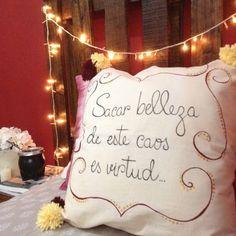 Almohadones pintados a mano - Aldea Bed Pillows, Pillow Cases, Diy, Beauty, Frases, Things To Make, The Creation, Toss Pillows, Presents