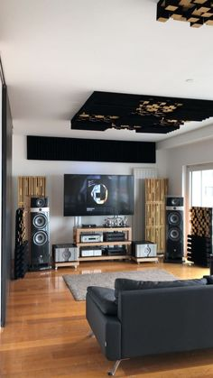 is my listening room. I previously shared it with r / audiophileHere is my listening room. I previously shared it with r / audiophileAudio Design - OboMusicLove Here is my listening room. Home Cinema Room, Home Theater Rooms, Home Theater Design, Best Home Automation, Sound Room, Home Studio Music, Audio Studio, Video Game Rooms, Audio Room