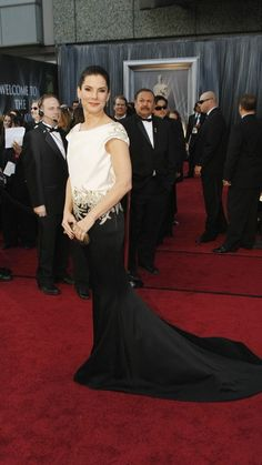 Sandra Bullock - Oscars 2012 (I wish she'd turn around - the back of her dress is GORGEOUS!)