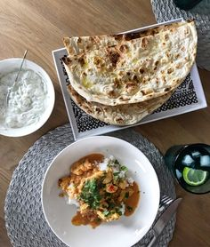 Hella  houkutus: Butter chicken - kertakaikkisen ihana Butter Chicken, Garam Masala, Naan, Chili, Ethnic Recipes, Food, Chile, Essen, Meals