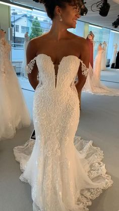 Mermaid Wedding Dress With Sleeves, Off Shoulder Wedding Dress, Mermaid Dresses, Mermaid Gown, Mermaid Sweetheart, Strapless Lace Wedding Dress, Dream Wedding Dresses, Bridal Dresses, Dramatic Wedding Dresses