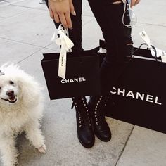 Find images and videos about luxury, bag and chanel on We Heart It - the app to get lost in what you love. Shopping Places, Girls Shopping, Go Shopping, Shopping Spree, 5 Inch And Up, Pia Mia, High End Brands, Sorority Sisters, Shop Till You Drop
