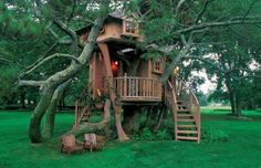 From simple tree house plans for kids to the big ones for adult that you can live in. If you're looking for tree house design ideas. Find and save ideas about Tree house designs. Beautiful Tree Houses, Cool Tree Houses, House Beautiful, Beautiful Buildings, Beautiful Things, Beautiful Homes, 10 Tree, In The Tree, Tree House Designs