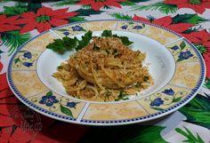 """Pasta con la mollica """"pasta cu a muddica"""" ricetta tipica calabrese, per la vigilia di Natale è tradizione dei calabresi prepararla, buona in ogni stagione."""