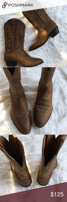 Ariat cowgirl boots size 7 Excellent condition size 7. These boots are beautiful (#2 bin) Ariat Shoes