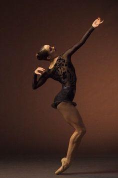 Drew Jacoby by Alonzo King Lines Ballet - Ballet, балет, Ballett, Bailarina… Ballet Photos, Dance Photos, Dance Pictures, Dance Images, Alonzo King, Dance Like No One Is Watching, Dance Movement, Ballet Photography, Ballet Beautiful