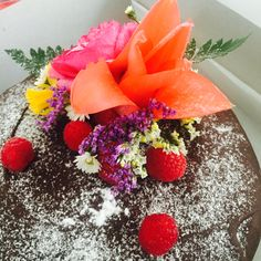 RaspberryTemptation by Bloem op de Taart #chocolate #raspberry #spring #flowers
