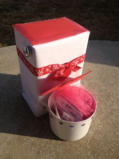 Valentine's Box Toilet and a link to lots of other box ideas! Valentine Day Boxes, Valentines For Kids, Valentine Ideas, Room Mom, Organization Hacks, Activities For Kids, Toilet, Birthday Parties, Creative
