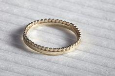 14K Gelbgold Ehering Band Stapeln, einzigartige Hochzeitsringe, Hochzeitsringe für ungewöhnliche Frauen, dünne zarte & Punkte