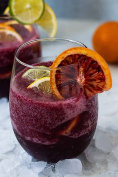 Frozen Sangria Slush - My Dayly Kitchen Slush Recipes, Sangria Recipes, Drinks Alcohol Recipes, Cocktail Recipes, Drink Recipes, Cocktail Ideas, Margarita Recipes, Frozen Sangria, Red Sangria