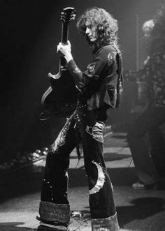 http://custard-pie.com  Jimmy Page Led Zeppelin One of the best guitarists - ever...