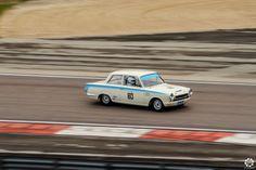#Ford #Lotus #Cortina à la Dijon Motors Cup Reportage complet : http://newsdanciennes.com/2015/10/05/grand-format-dijon-motors-cup-gt-protos/ #Classic_Car #Cars #Vintage #Voiture #Ancienne