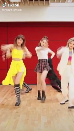 Dance Choreography Videos, Dance Videos, Turquoise Prom Dresses, Mamamoo Kpop, Cool Dance Moves, Kpop Gifs, Black Pink Songs, Kpop Girl Bands, Acoustic Music
