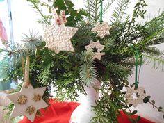 Kreativwerkstatt-Tattendorf Christmas Ornaments, Holiday Decor, Plants, Home Decor, Work Shop Garage, Hand Crafts, Creative, Breien, Decoration Home