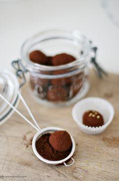 Need to try this, recipe from http://zuckerzimtundliebe.wordpress.com/2012/03/04/ziegenfrischkase-schokoladen-truffel/