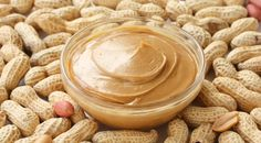 There has been talking about peanut butter for diabetes, due to the properties attributed to peanuts. The peanut is a source of protein and composed mainly of vegetable fats. Eating the peanuts with skin takes, even Homemade Peanut Butter, Peanut Butter Recipes, Dog Food Recipes, Snack Recipes, Peanuts, Nutella, High Protein Vegetarian Recipes, Protein Foods, Vegetable Smoothies