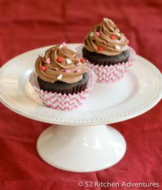 Nutella Cupcakes for Two: easy one bowl chocolate cupcakes for two recipe, topped with Nutella buttercream recipe to make them even more irresistible. Nutella Cupcakes, Chocolate Cherry Cupcakes, Nutella Frosting, Yummy Cupcakes, Buttercream Frosting, Cupcake Recipes, Cupcake Cakes, Dessert Recipes, Pavlova
