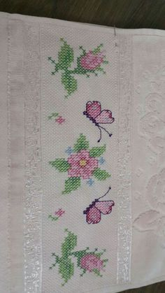 This Pin was discovered by Kev Butterfly Cross Stitch, Cross Stitch Borders, Cross Stitch Designs, Cross Stitching, Cross Stitch Patterns, Embroidery Patterns, Cross Stitch Embroidery, Hand Embroidery, Crochet Rug Patterns