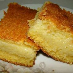 Bolo de fubá cremoso de liquidificador - Viva 50 por Maria Celia e Virginia Pinheiro Sweet Recipes, Cake Recipes, Dessert Recipes, I Love Food, Good Food, Yummy Food, Corn Cakes, Comida Latina, Portuguese Recipes