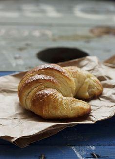 Those Fabulous, Decadent French Pastries Bake Croissants, Croissant Nutella, Mini Croissant, Bread And Pastries, French Pastries, Italian Bread Recipes, Donuts, Pan Dulce, Gourmet