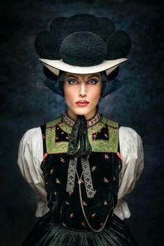 Married Black Forest girl. Kinzigtal. Photo by Sebastian Wehrle