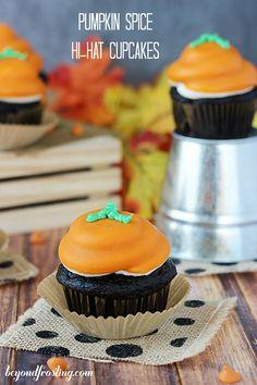 Pumpkin Spice Hi-Hat Cupcakes | beyondfrosting.com