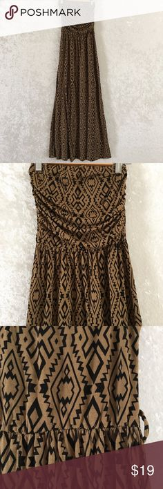 Forever 21 Long Maxi Strapless Dress Size Small Forever 21 Long Maxi Strapless Dress Size Small with Geometric Print. ** It does not include a belt. Forever 21 Dresses Maxi