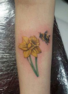 65179486f1f46 Daffodil and bumblebee Daffodil Flower Tattoos, Flower Tattoo Arm, Floral  Tattoos, Time Tattoos