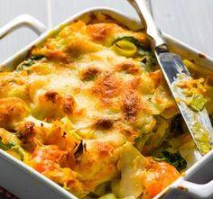 Lasanha de bacalhau com legumes - - Cod Recipes, Fish Recipes, Cooking Recipes, Skinny Recipes, Healthy Recipes, Easy To Digest Foods, Good Food, Yummy Food, Weird Food