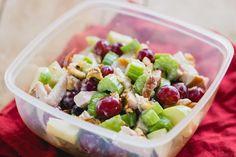 Een waldorfsalade is een perfecte salade om mee te nemen. Hij is snel te maken en verlept niet in je tas.