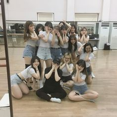 Dance practice with the backing dancers Mode Ulzzang, Ulzzang Korean Girl, Ulzzang Couple, Best Friend Pictures, Bff Pictures, Korean Best Friends, Girl Outfits, Cute Outfits, Girl Friendship