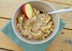 Zdrav i ukusan doručak sa voćem i kikiriki puterom. Staviti vodu da prokuha pa dodajte ovsene pahuljice.%0AJabuku očistite i izrežite pa dodajte u šer...