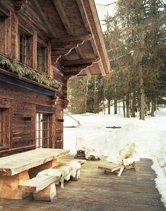 extérieur en bois du votre chalet en bois habitable, maison dans la foret