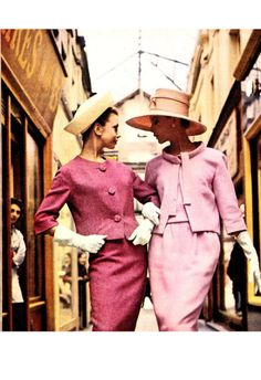 Suits by Lanvin Castillo (left) and Patou (right) Moda Vintage, Vintage Glam, Vintage Vogue, Vintage Beauty, Sixties Fashion, Retro Fashion, Vintage Fashion, Style Fashion, Fashion Tips
