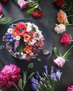 "355 Likes, 10 Comments - 청담 수케이크 (atelier soo) (@soocake_ully) on Instagram: ""ㅡ 이도의 동화. @eedocake 쌤과 꽁냥꽁냥 ㅡ party cake design. Soocake ㅡ #flower #cake #flowercake #partycake…"""