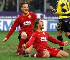 http://www.almanaccogiallorosso.it/2000-2001/Campionato/17Giornata/BatiTotti.jpg