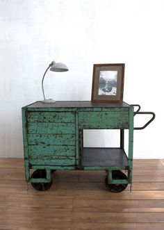 Every home needs an industrial touch now and then. So, why not make the best of the world of interior design and add those industrial lighting designs you've be Industrial Living, Industrial Interiors, Industrial Chic, Industrial Furniture, Vintage Industrial, Industrial Trolley, Antique Metal, Painted Furniture, Furniture Design