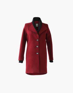 Manteau Margot Marilyne Baril 579.00 $  Margot est un manteau en lainage avec un double col en tricot côtelé. Il a une fermeture avant à simple boutonnage et des poches dans les coutures aux hanches. Son melton est fabriqué au Québec.  80% laine 20% nylon Doublure imprimée Créé et fabriqué à Montréal  Ce modèle est offert en juste-à-temps Nylons, Fibres, Couture, Simple, Coat, Jackets, Collection, Fashion, Pockets