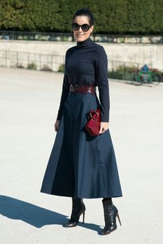 Paris Fashion Week Street Style Forget the Paris catwalk for a moment, some of the most inspirational style can be seen on the streets Moda Outfits, Fall Outfits, Fashion Outfits, Fashion Trends, Style Fashion, Paris Street Fashion, Tokyo Fashion, London Fashion, Black Women Fashion