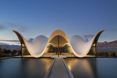 "Steyn Studio, working in collaboration with South African firm designed this striking architectural project for the Bosjes Canopy Chapel in South Africa. ""The chapel… Architecture Design, Studios Architecture, Religious Architecture, Futuristic Architecture, Amazing Architecture, Contemporary Architecture, Architecture Portfolio, Plan Hotel, Photo D'architecture"