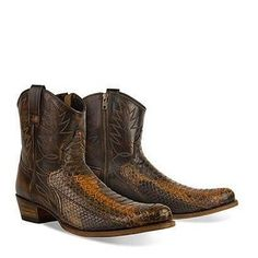 #Productoftheweek 100% Sendra. Model #SENDRA 9469 DIER PYTHON BARR. FL. CUERO #sendraboots #highquality #handmadeboots #madeinspain #loveboots #cowboy #western #cowboyboots #menswear #menstyleguide #menstyle #boots #bootstagram #collection #photooftheday #details #python