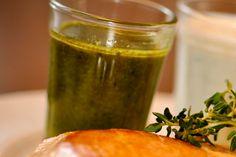 Molho de Ervas  200ml de azeite extra virgem    ¼ xícara (chá) de manjericão fresco    ¼ xícara (chá) de salsinha fresca    ¼ xícara (chá) de tomilho fresco (só as folhinhas)