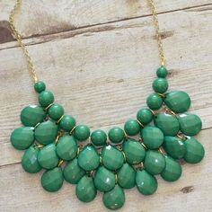 Green Teardrop Statement Necklace Beautiful green statement necklace! Great for going out, work, or a special occasion paired with nice dress.  Perfect condition - no kinks in chain, worn just a few times.  Great value for high quality necklace!! Francesca's Collections Jewelry Necklaces