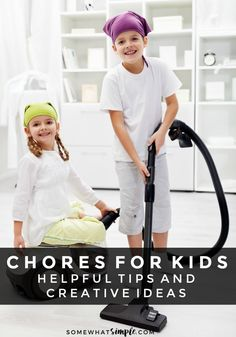 Should kids have chores? The best age-appropriate chores for kids and how to teach responsibility and get help around the house. Printable Chore Chart, Chore Charts, Activity Games For Kids, Age Appropriate Chores For Kids, Diy Spring, Potty Training Girls, Parenting Hacks, Kids Learning, Cleaning Tips