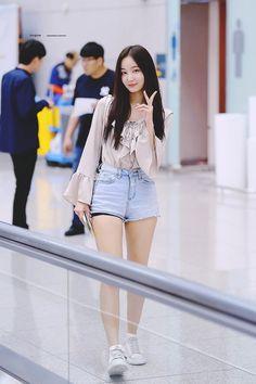 Shorts Outfits Women, Short Outfits, Cute Outfits, Kpop Fashion, Korean Fashion, Girl Fashion, Kpop Girl Groups, Kpop Girls, Kpop Mode