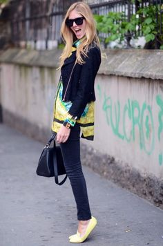 oficinadeestilo:  jaqueta perfecto de renda por cima de camisão estampado… por que a gente não pensou nisso antes?