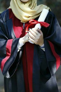 Graduation should be celebrated as the day of success, a long and challenging process. Graduation Picture Poses, College Graduation Pictures, Graduation Photoshoot, Graduation Diy, Hijabi Girl, Girl Hijab, Hijab Outfit, Muslim Pictures, We Bare Bears Wallpapers