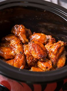 Slow Cooker Honey Buffalo Wings - The Chunky Chef Slow Cooker Honey Buffalo Wings - O Chef robusto Easy Chicken Wing Recipes, Chicken Wing Sauces, Ways To Cook Chicken, Chicken Meals, Thai Chicken, Pepper Chicken, Frozen Chicken Wings, Bbq Chicken Wings, Super Bowl Wings Recipe